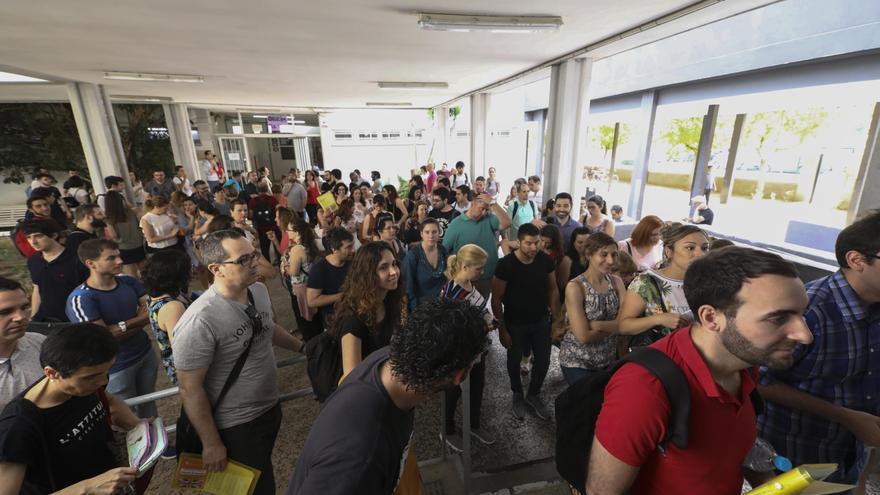 La escabechina en las oposiciones de Secundaria hace augurar que quedarán plazas sin cubrir