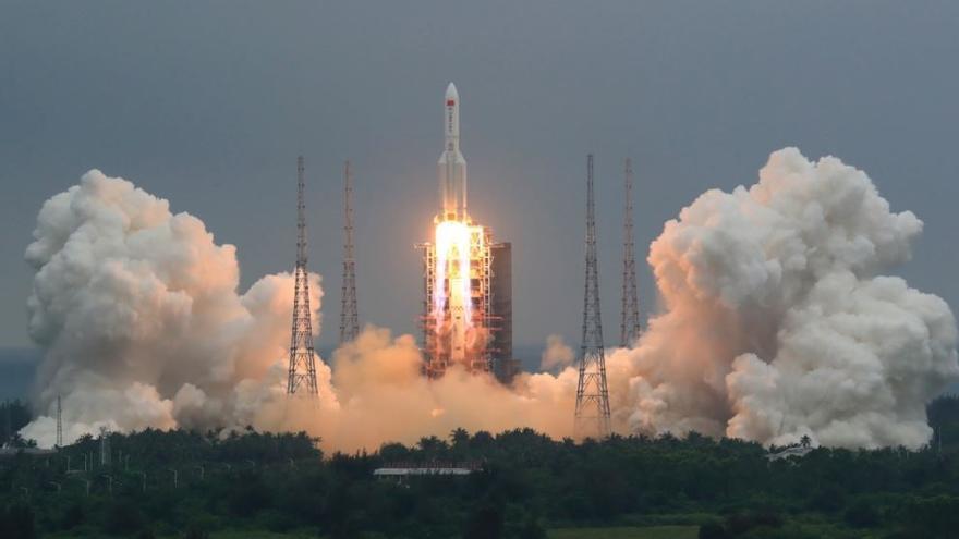 El Pentágono rastrea un cohete chino fuera de control cuyas partes pueden caer sobre la Tierra