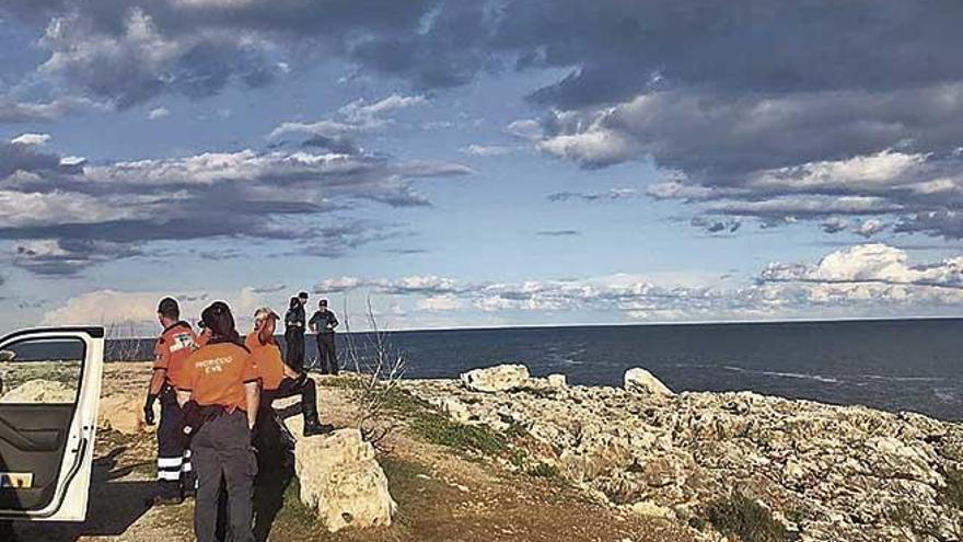 Búsqueda infructuosa en Cala d'Or de dos personas arrastradas por una ola