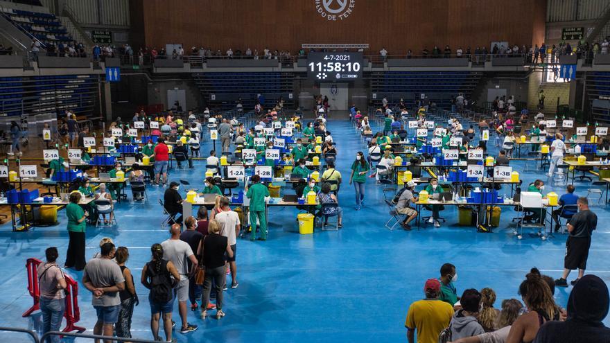 5.840 jóvenes de Tenerife y Gran Canaria, vacunados en en los cupos sin cita en tres días