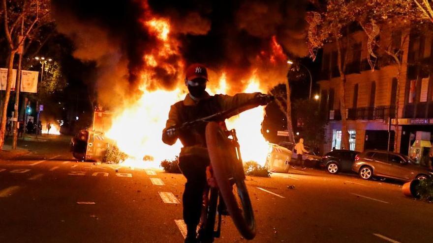 Altercados en Barcelona tras una manifestación negacionista de la Covid-19