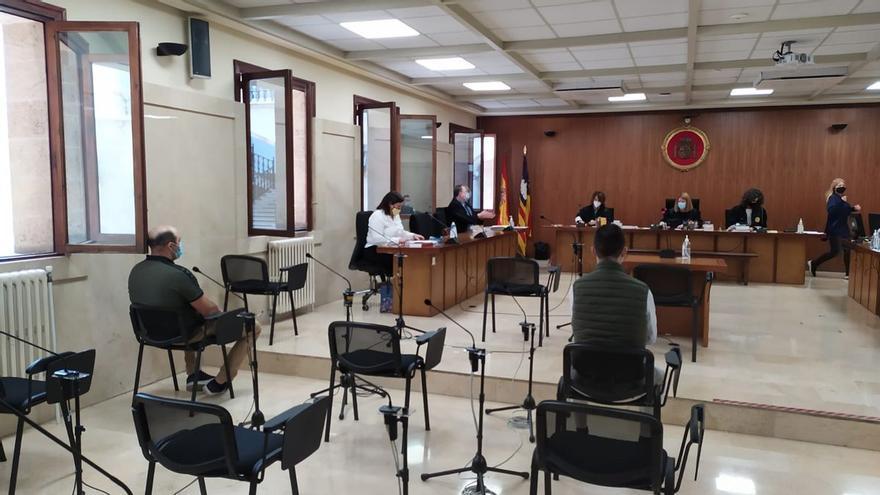 Piden 9 años de cárcel a un albañil que dejó incapacitado a otro al pegarle con una azada en Mallorca