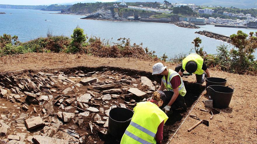 El CSIC extrae restos cerámicos del castro de Peña Castiel y confía en dar con la muralla