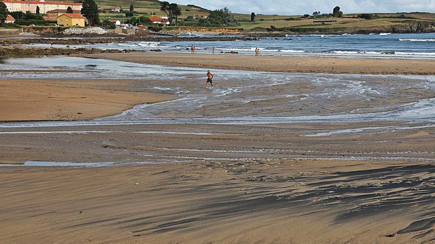 La obra del saneamiento de Bañugues comenzará a lo largo del próximo verano
