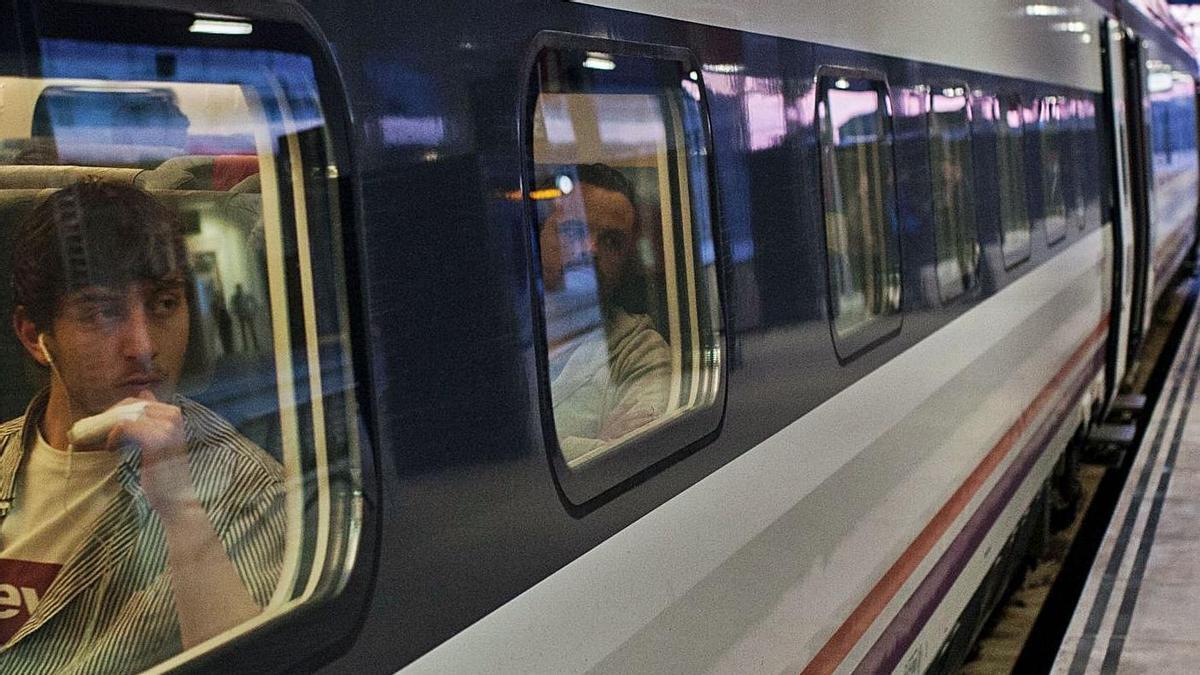El tren madrugador, durante uno de sus primeros viajes. |
