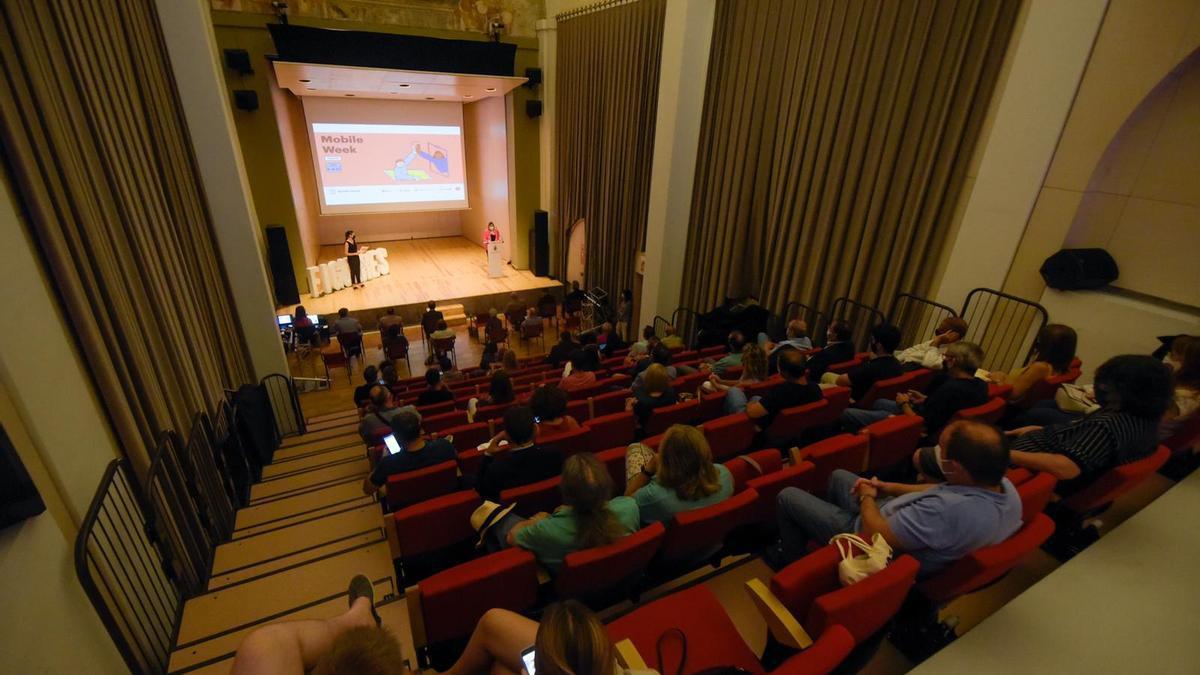 Un moment de la inauguració de la Mobile Week a Figueres
