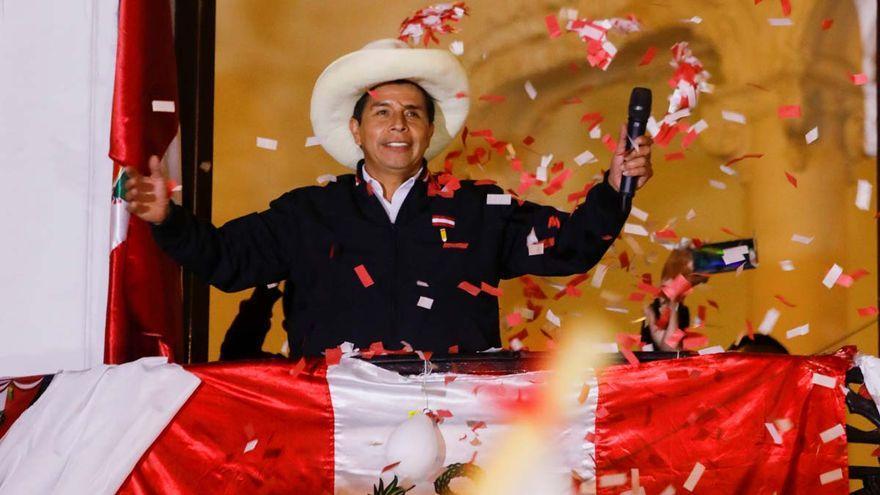 Castillo lidera los comicios peruanos con el 100% de los votos procesados