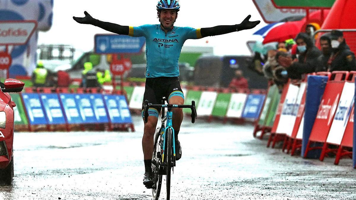 Ion Izagirre, feliz al cruzar la meta en Formigal.