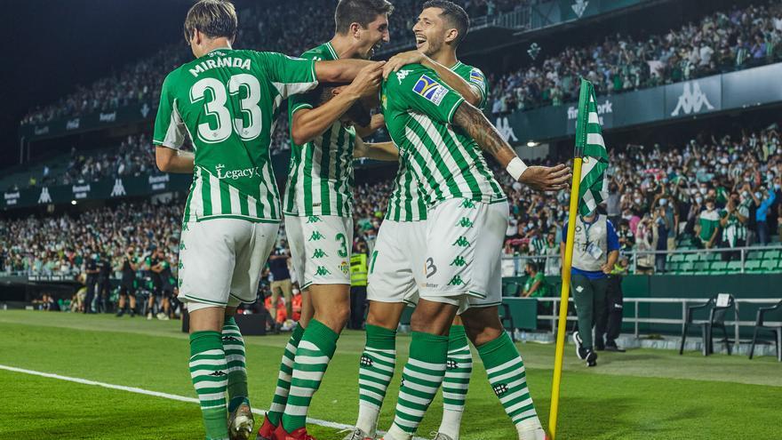 El Betis se estrena en el Villamarín y hunde más al Getafe