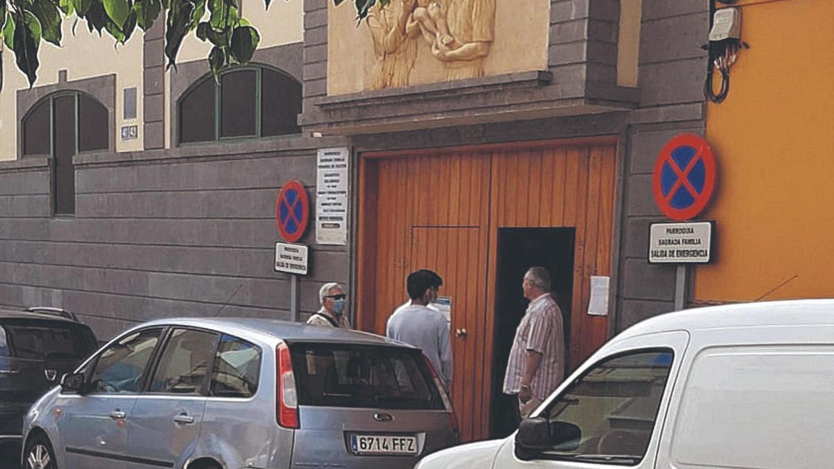 Algunas parroquias impidieron la entrada a misa de los feligreses pese a tener ya aforo controlado