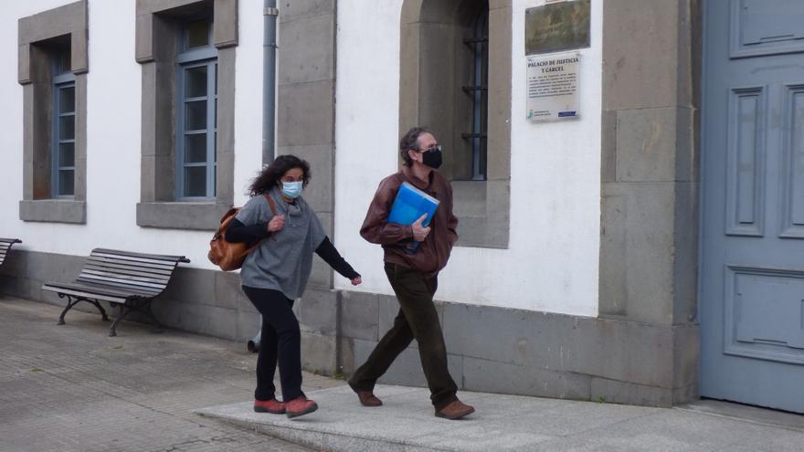 El juzgado de Cangas del Narcea ve indicios de criminalidad en los padres que no envían a clase a sus hijos por el covid