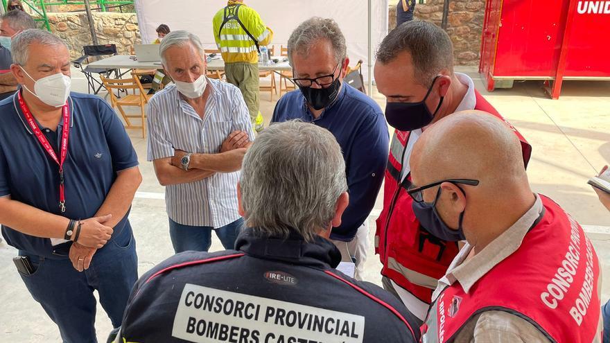 La Diputación coordina la extinción del incendio de Espadà con 350 bomberos de todas las administraciones