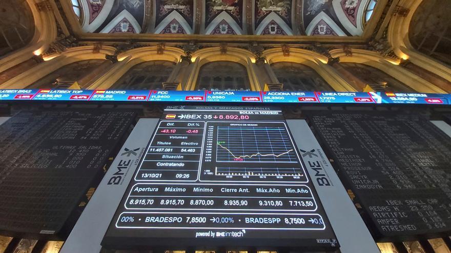 El Ibex 35 sube un 0,49% y recupera los 8.900 puntos