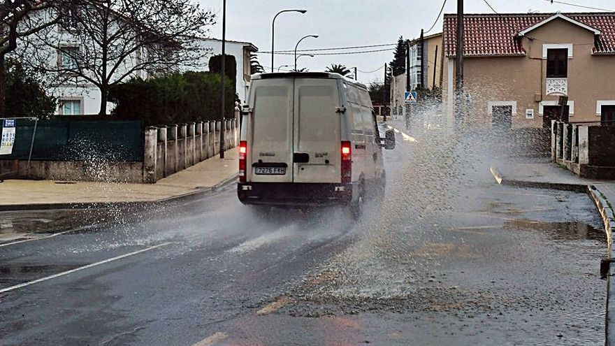 La tromba de agua inunda durante una hora doctor Fleming en Mera
