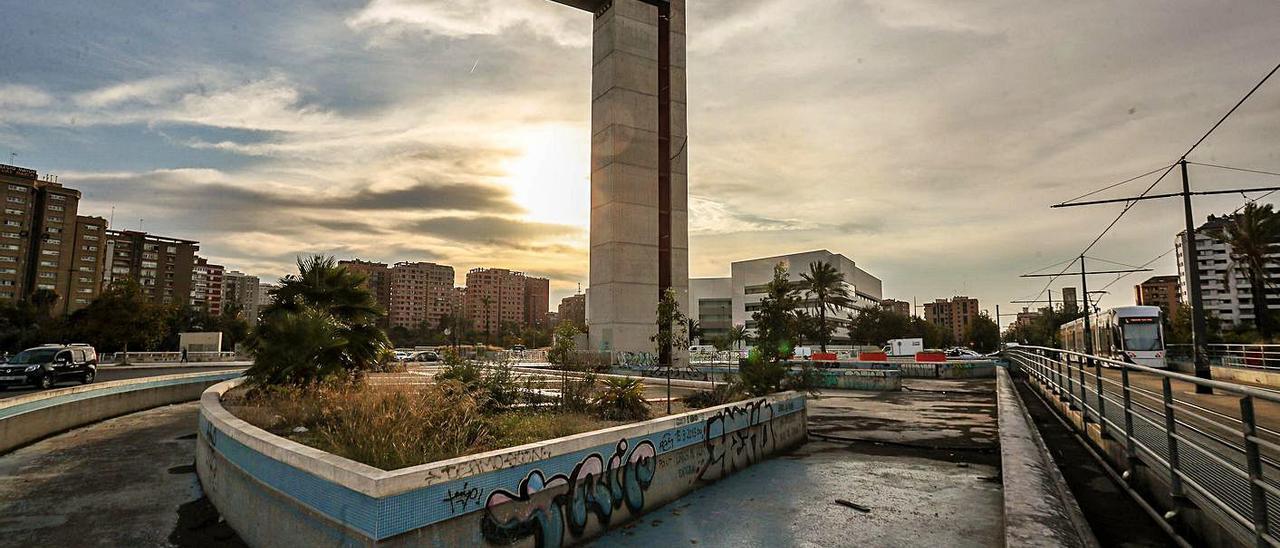 La Torre de Miramar se ha convertido en un espacio urbano muy deteriorado. | F.CALABUIG