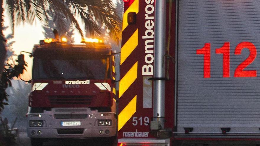 Incendio en un taller de aluminio en Elche