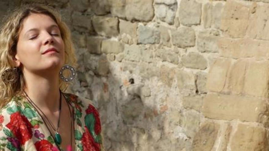 La cantant i pianista manresana Berta Sala presenta el nou disc «Hertogstraat»