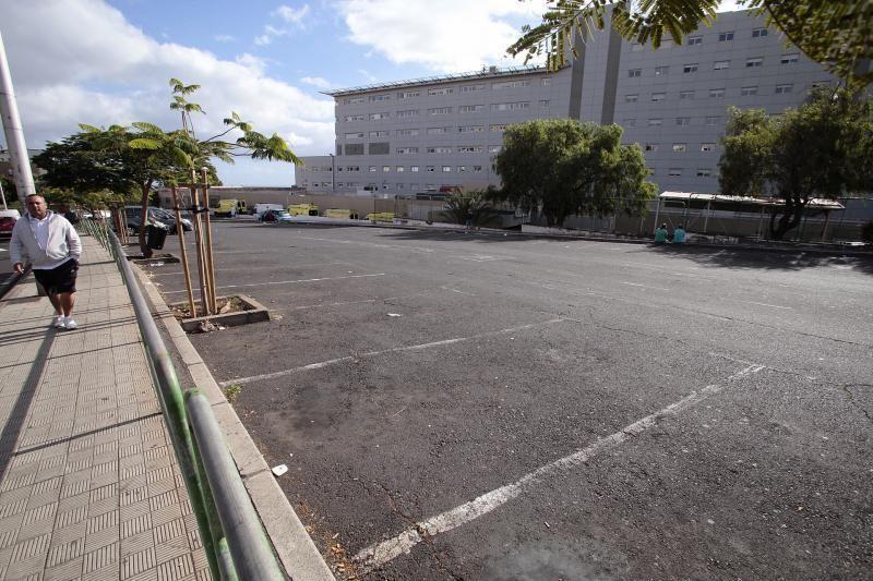 Cierre de los aparcamientos del HUNSC