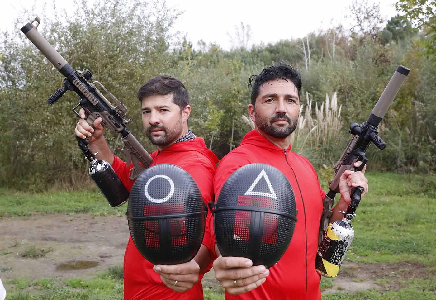 Ricardo y Luis Terrón en las instalaciones del monte vigués