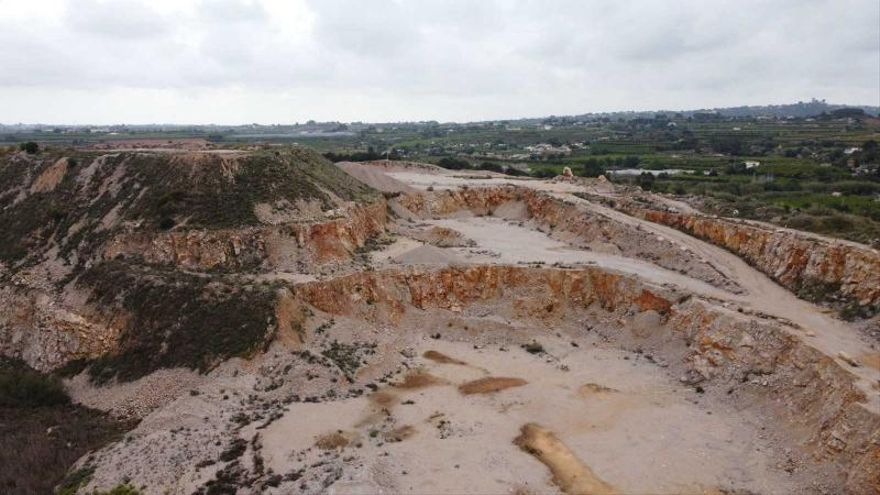 El relleno de la cantera de la Serra Perenxisa durará más de cincuenta años