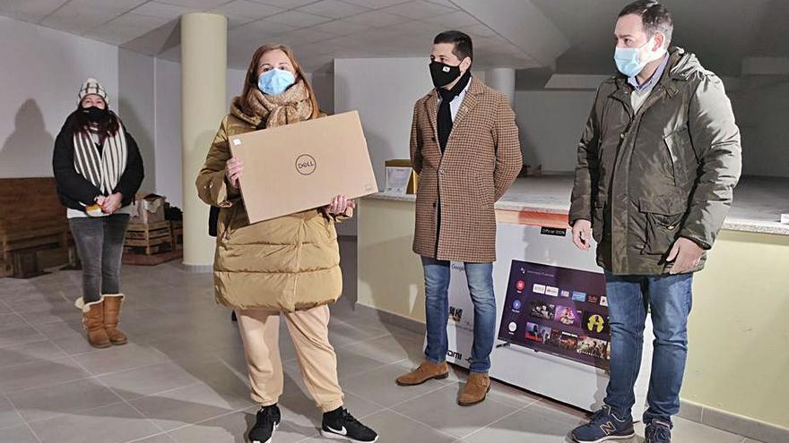 Coempo y Concello entregan los premios por comprar en el comercio local en Navidad