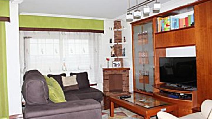 179.000 € Venta de piso en Agra do Orzán, O Ventorillo (A Coruña) 126 m2, 3 habitaciones, 2 baños, 1 aseo, 1.421 €/m2, 2 Planta...