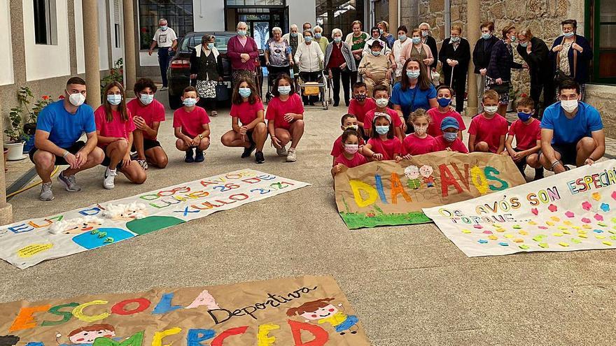 """Verano solidario en Cambados: botas de fútbol para Angola y material escolar para la """"vuelta al cole"""""""