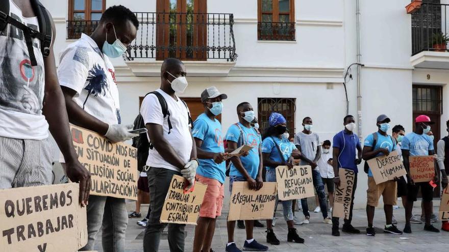 Inmigrantes del Aquarius piden al Gobierno que regularice su situación
