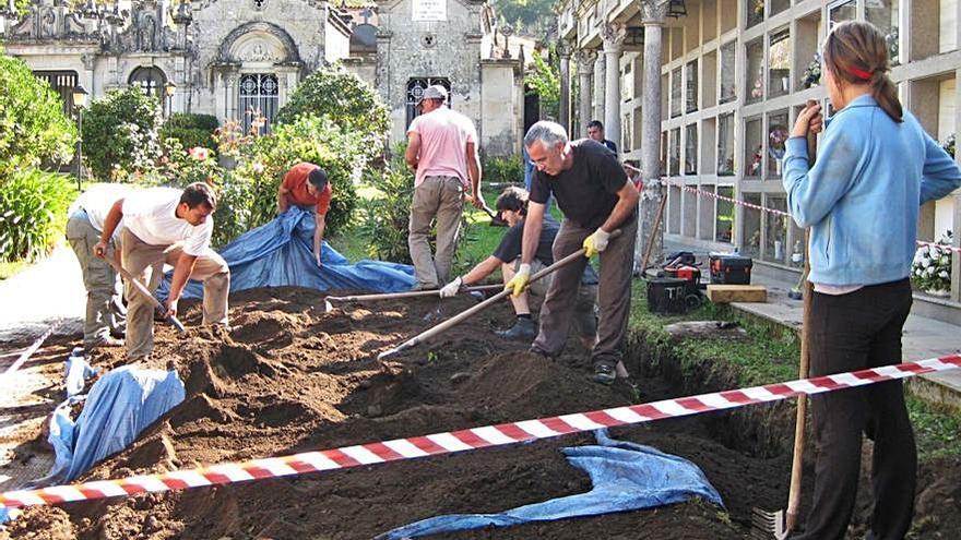 Solicitan conocer el protocolo para la exhumación de la fosa común de Cerdedo-Cotobade