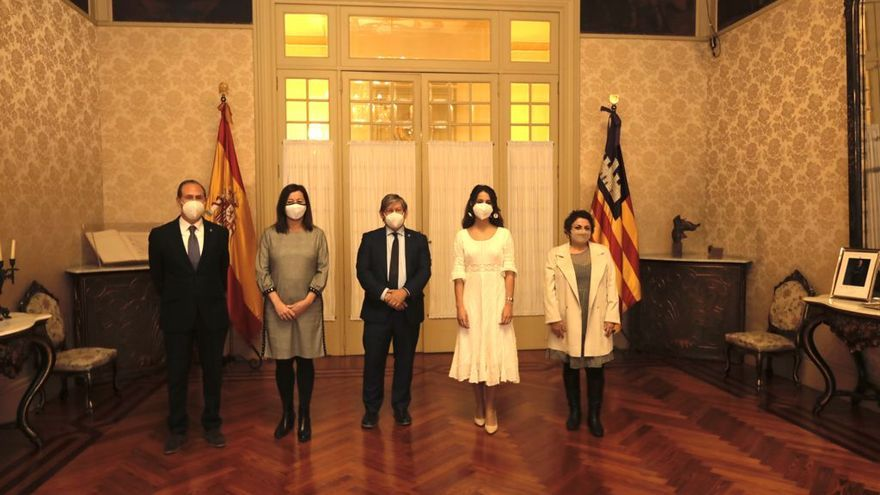 El Parlament homenajea a los servicios esenciales de la pandemia el  Día de les Illes Balears