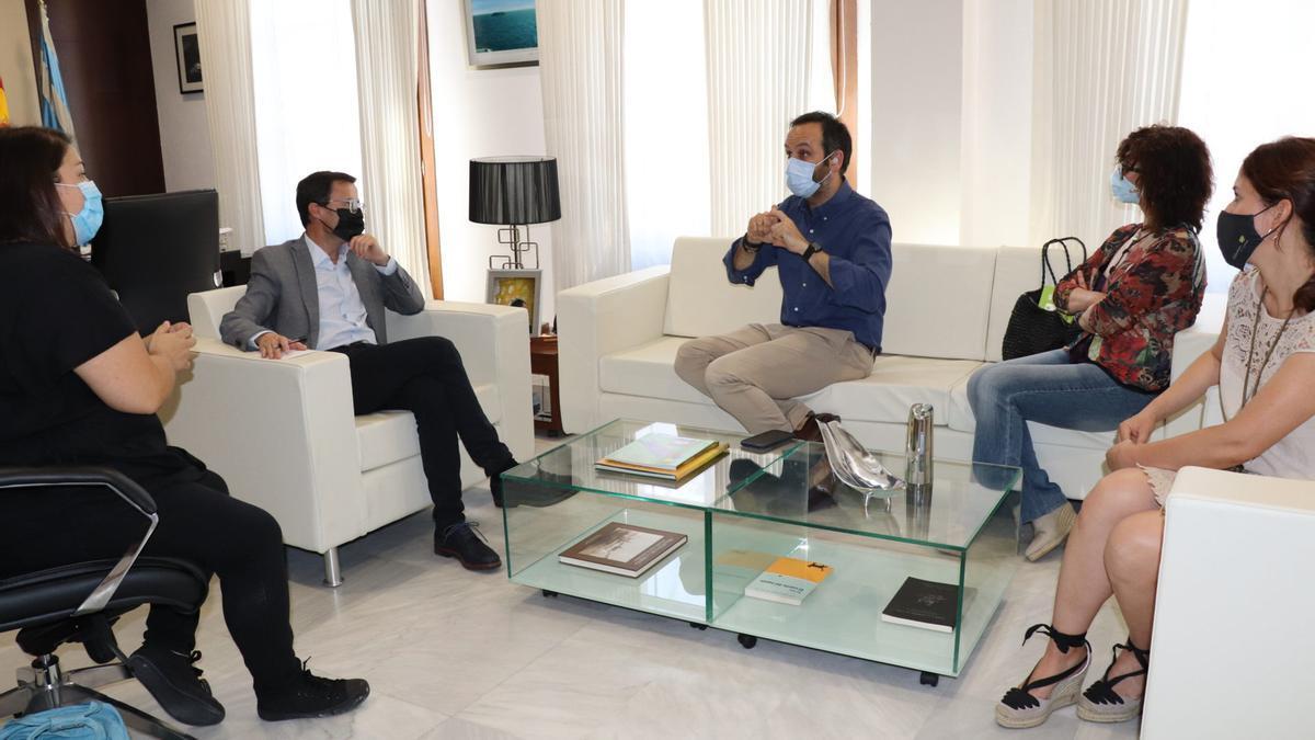 Reunión mantenida por el alcalde de Villanueva de la Serena con responsables de Fexas.