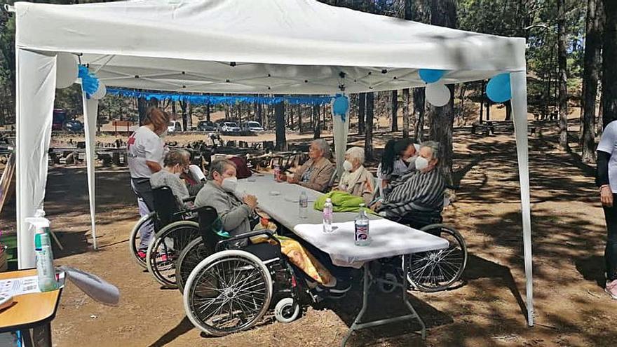 Los mayores de las residencias disfrutan de una jornada de convivencia