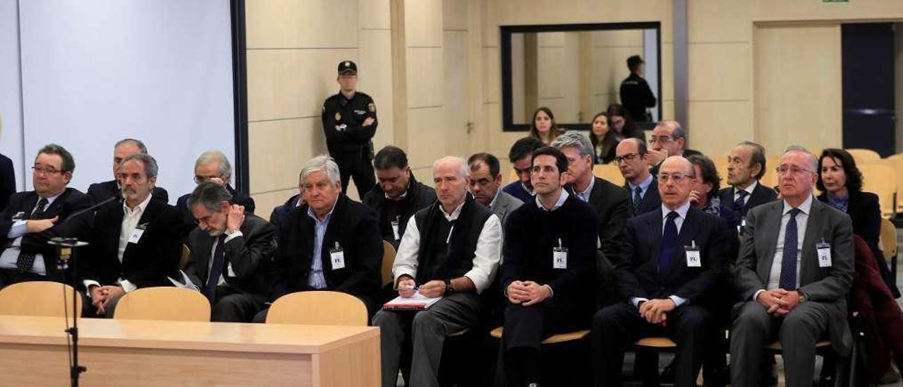 """Los imputados en el """"caso Pescanova"""", el primer día del juicio en la Audiencia Nacional. // Fernando Alvarado"""