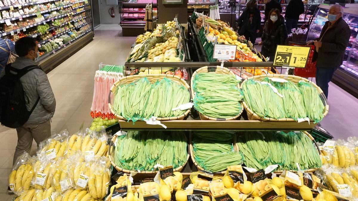 Exposición de productos en un supermercado