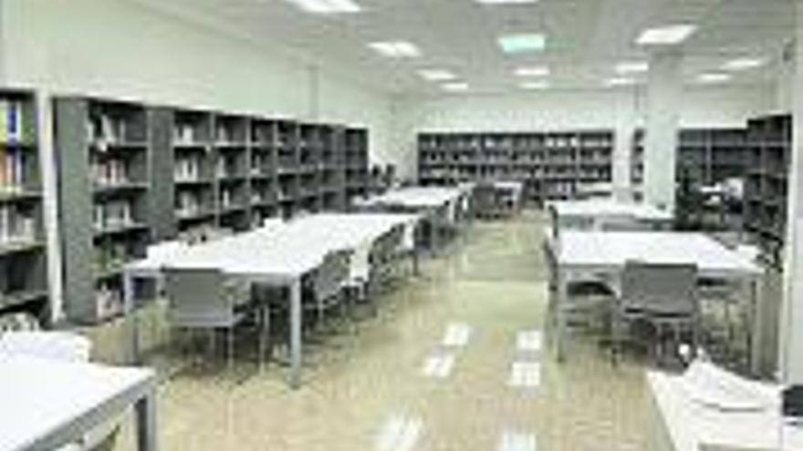 Abre las puertas  la sala de lectura  de la Casa de  la Cultura de Rocafort