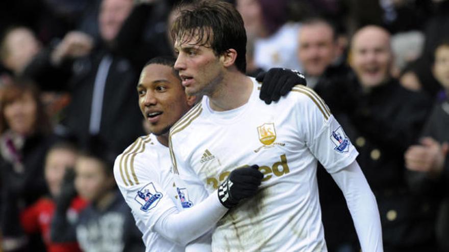 Los españoles vuelven a tirar del Swansea para arrasar