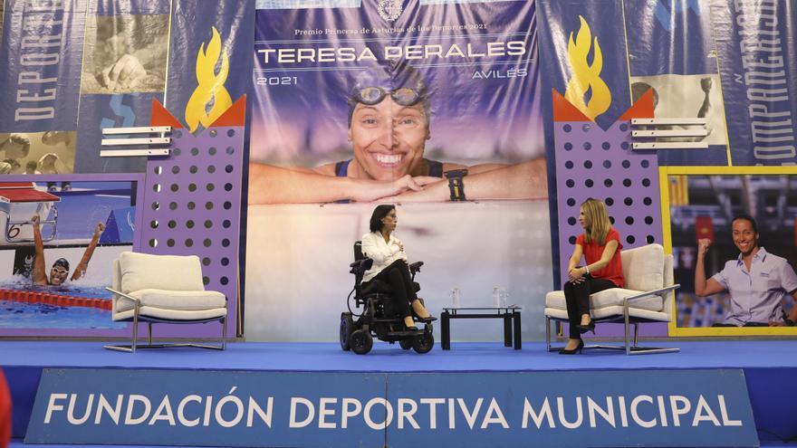 Teresa Perales, estrella en Avilés: así fue el baño de masas de la nadadora