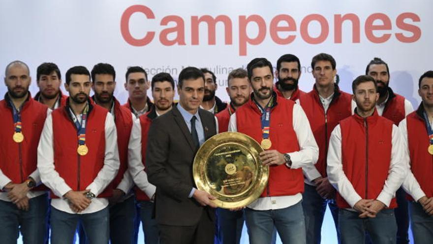 Sánchez y los Reyes reciben a los campeones de Europa