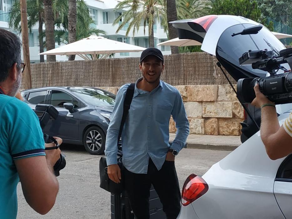 Juan Mónaco, el extenista profesional argentino ha llegado al hotel Illa d'Or acompañado de su novia Diana Arnopoulos