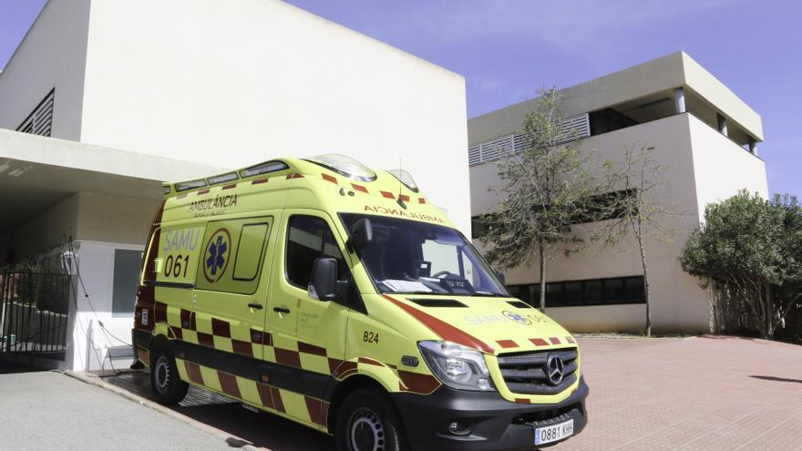 Ingresado un motorista tras colisionar con otra moto en Ibiza