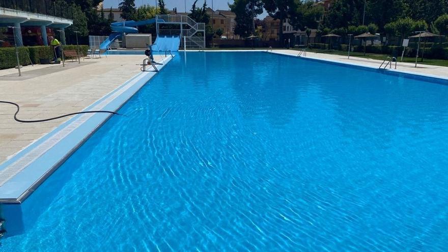 Requena cierra la piscina municipal para desinfectarla al hallarse restos de heces en el agua