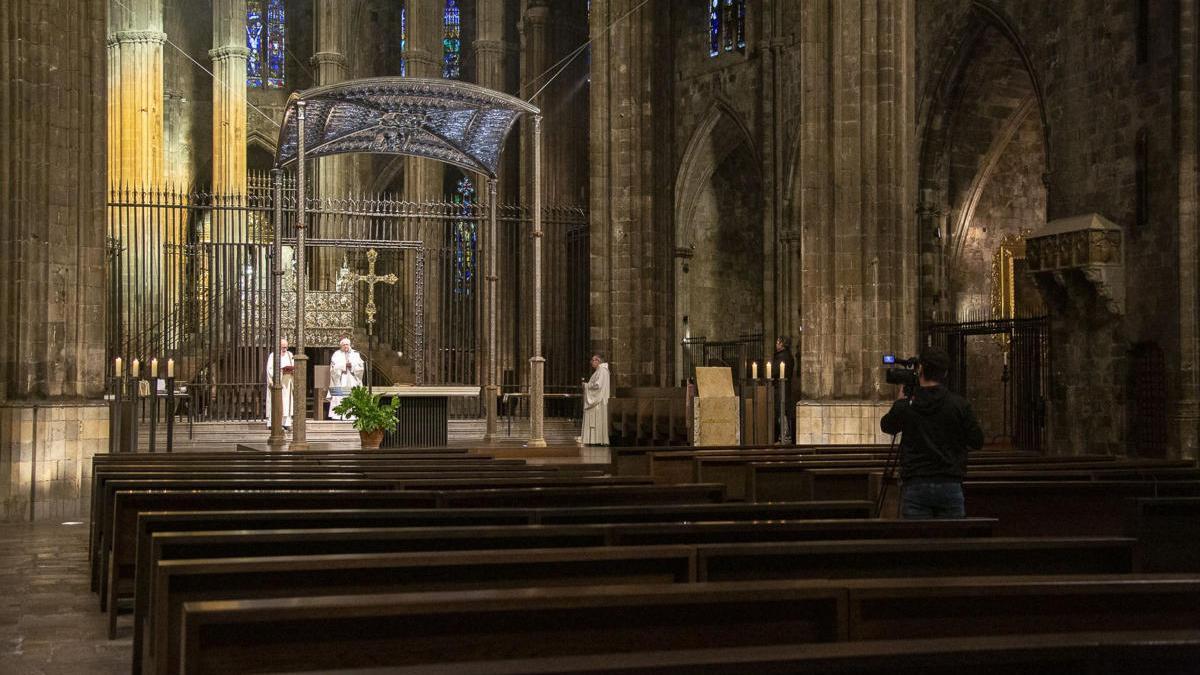 El bisbe de Girona, Francesc Pardo, presidint la missa del Dijous Sant a Girona.
