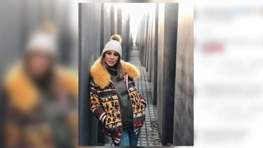 """Elena Tablada la lía en Berlín por usar en hashtag """"bebé en el horno"""" en una foto junto al Monumento al Holocausto"""