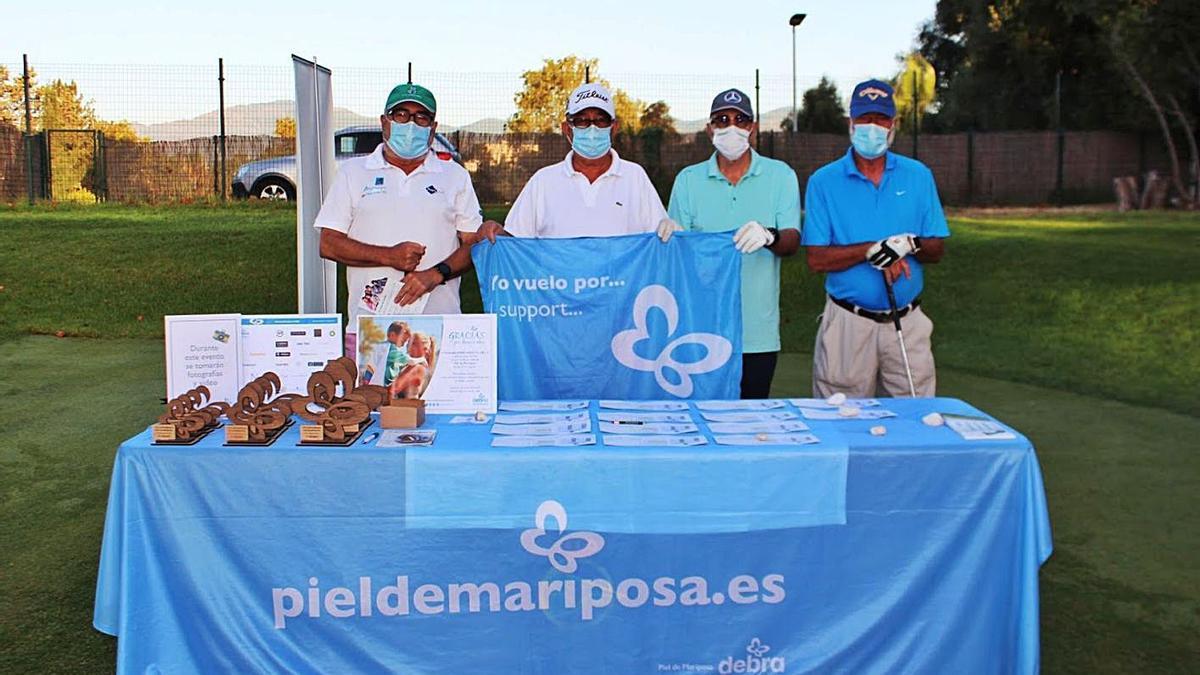 Jugadores de golf, en un torneo en apoyo de Debra Piel de Mariposa.