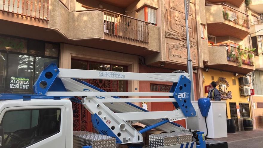 El Ayuntamiento de Jumilla sustituye las luminarias de la Plaza del Rey Don Pedro