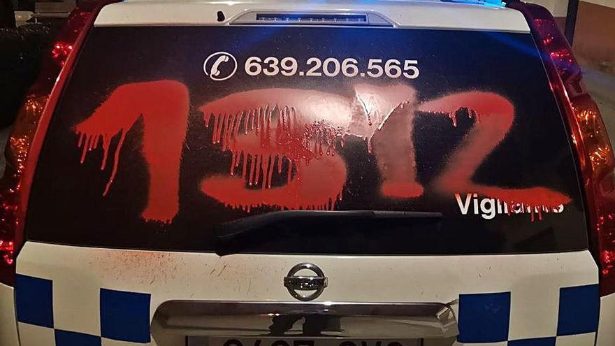 Dos detinguts per pintades a un cotxe patrulla i a l'ajuntament de Navarcles