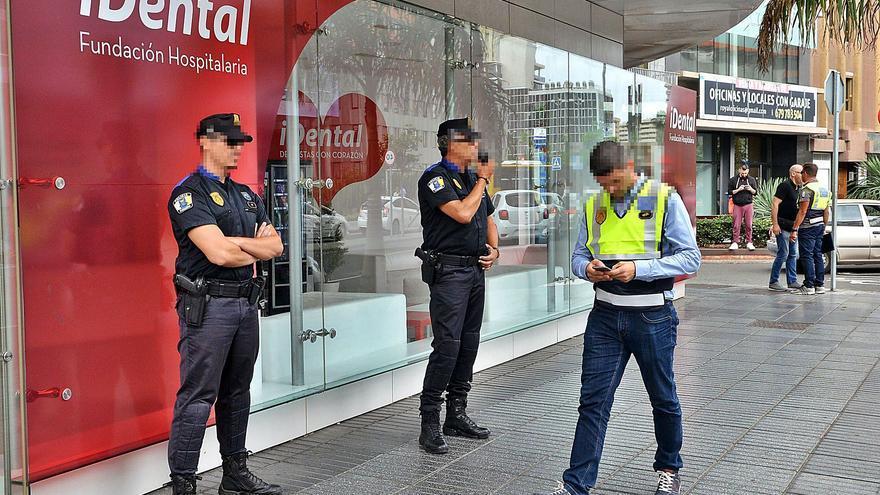 Imagen de la incautación de historiales de Idental en la capital grancanaria, en julio de 2018.