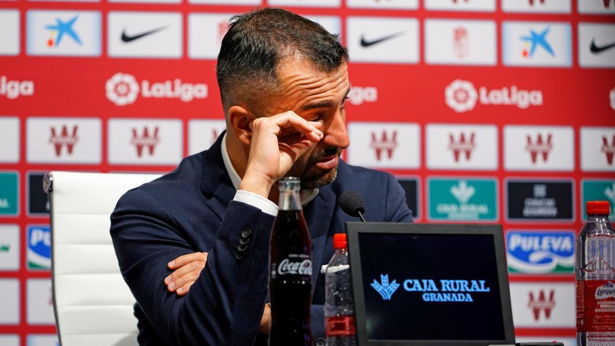 Diego Martínez se emociona durante su despedida.