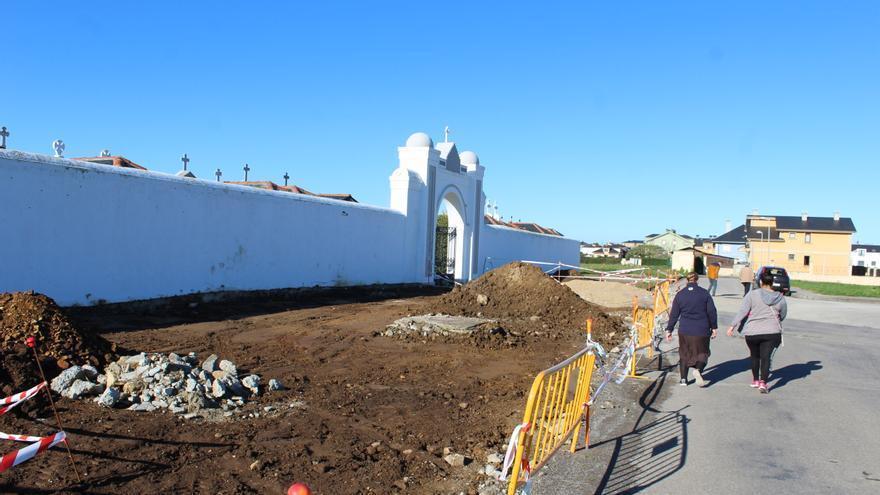 Tapia inicia la obra para mejorar el entorno del cementerio y dotarlo de un amplio aparcamiento