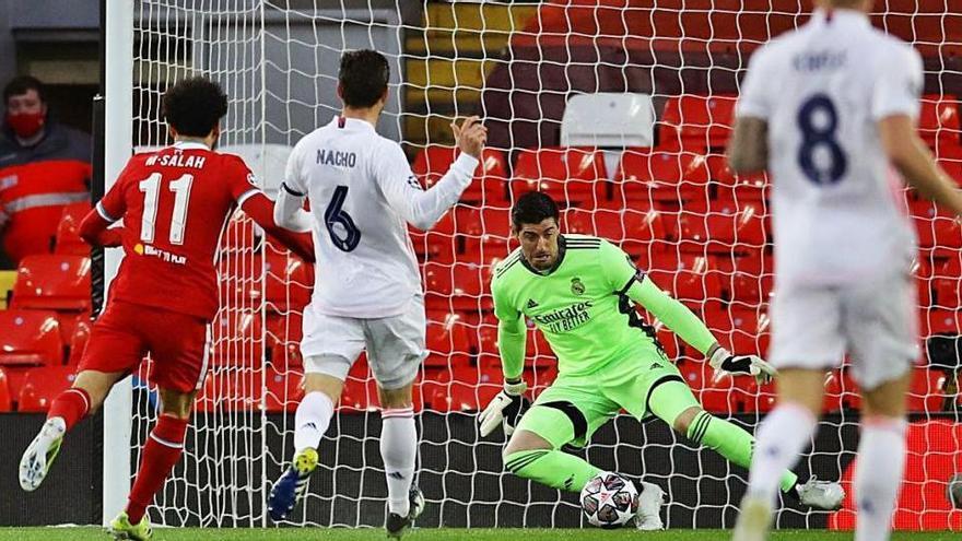 El Madrid sobreviu a Anfield per plantar-se a semifinals